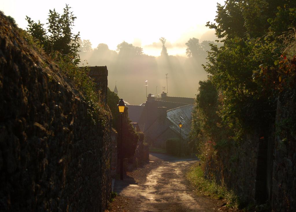photo de Moncontour au petit matin credit image Johnny Jet in Flicker